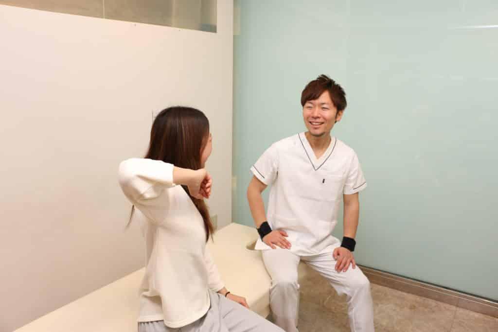 施術を受けて身体が楽になった女性
